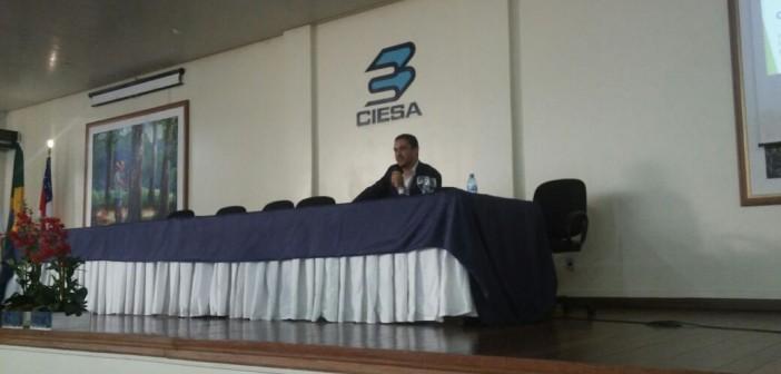 Procurador de contas ministra palestra sobre atuação do MPC no Amazonas para universitários do curso de Direito