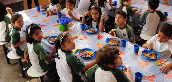 MPC pede que Seduc preste informações sobre contratos que totalizam R$ 6,9 mi para merenda escolar