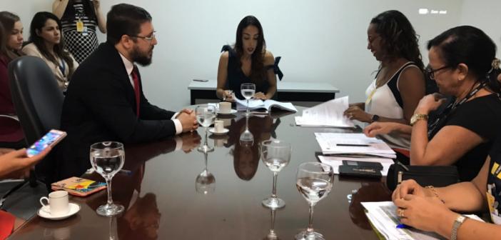 Coordenadoria de Educação se reúne com a Defensoria Pública e a Semed para tratar do concurso público para professores e pedagogos, em Manaus