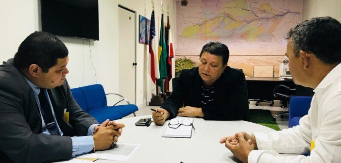 Procurador-geral do MP de Contas recebe prefeito de Santa Isabel do Rio Negro